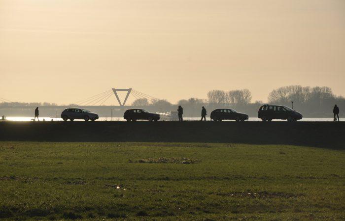 Warten auf Rheinfähre