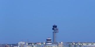 Flughafen in der Dämmerung / Copyright: Andreas Wiese, Flughafen Düsseldorf